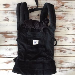 Black ergo baby carrier